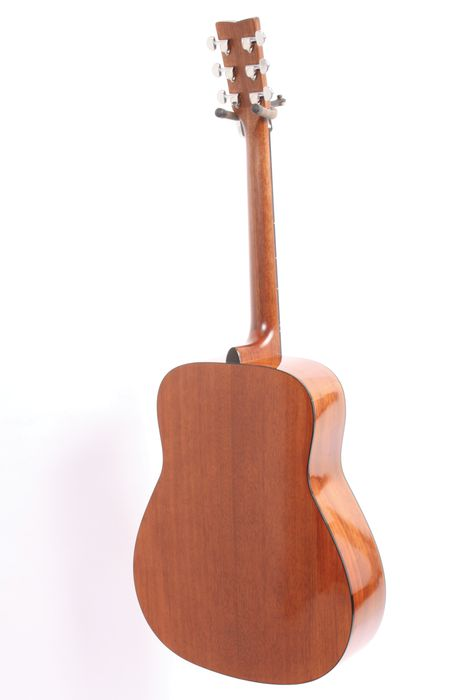 The best acoustic guitar for beginners strumviews complete the yamaha fg800 the yamaha fg800 back view sciox Gallery